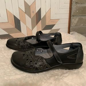 Naot Toatoa Metallic Road/Jet Black  Shoes